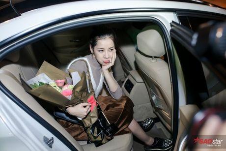 Tro ve tu Han Quoc, Chi Pu duoc dong dao fan vay don tai san bay luc toi muon - Anh 16