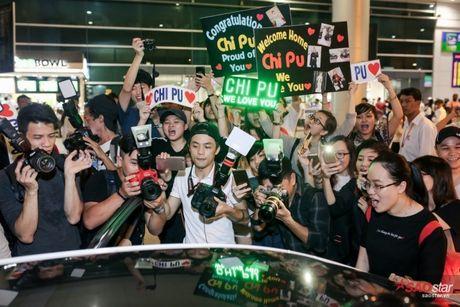 Tro ve tu Han Quoc, Chi Pu duoc dong dao fan vay don tai san bay luc toi muon - Anh 18