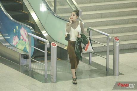 Tro ve tu Han Quoc, Chi Pu duoc dong dao fan vay don tai san bay luc toi muon - Anh 1