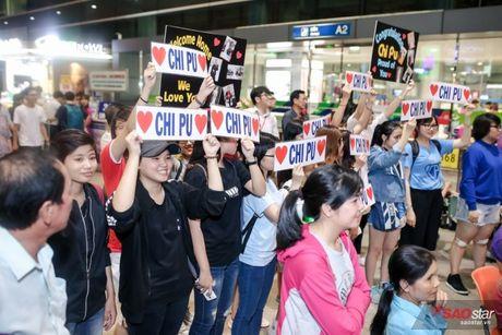 Tro ve tu Han Quoc, Chi Pu duoc dong dao fan vay don tai san bay luc toi muon - Anh 4