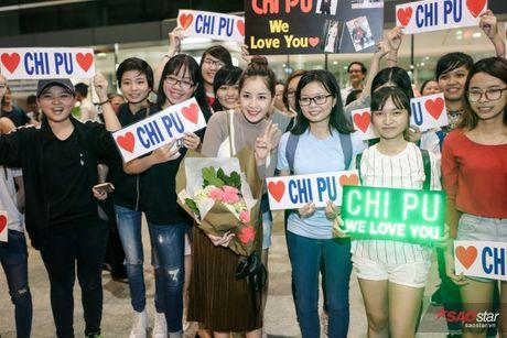 Tro ve tu Han Quoc, Chi Pu duoc dong dao fan vay don tai san bay luc toi muon - Anh 9