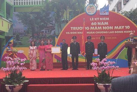 Truong Mam non May 10 ky niem 60 nam thanh lap va don nhan Huan chuong Lao dong Hang 3 - Anh 1