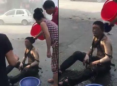 Thoi khac dap lua cuu nguoi khoi dam chay kinh hoang o Ha Dong - Anh 1