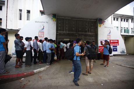 Mua ve xem AFF Cup o Myanmar phai co 'Chung minh thu' - Anh 8