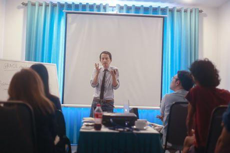 Gap go mua thu trao giai thuong cho dao dien Singapore va Viet Nam - Anh 1