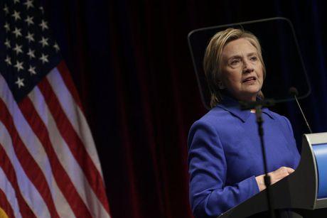 Ba Clinton xuat hien sau that bai - Anh 1