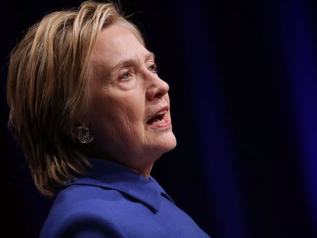 Ba Clinton xuat hien sau that bai - Anh 2