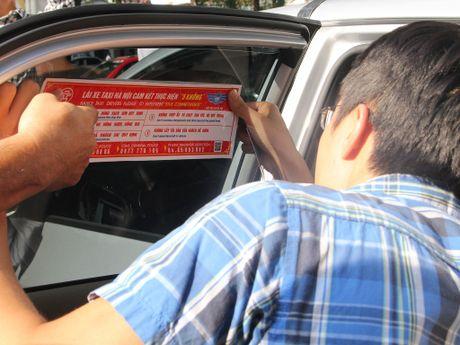 Ha Noi dan de can cho 19.500 taxi de tuyen truyen luat - Anh 2