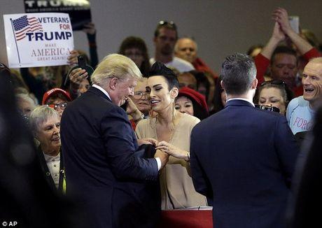 Chuyen chua ke ve 'manh thuong quan' Donald Trump - Anh 3