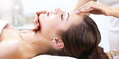 Massage lam dep da mat trong thoi tiet hanh kho - Anh 1