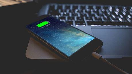 Apple dua ra giai phap cho cac may iPhone 6 va 6s 'dot tu' - Anh 1