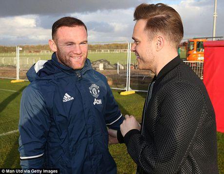 Rooney len tieng xin loi vi vu di uong ruou ca dem - Anh 3