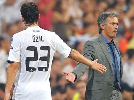 Mourinho cang chi trich hoc tro cang khien nguoi ta nho Alex Ferguson - Anh 1
