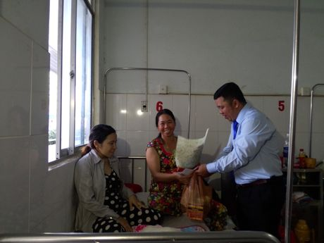 Khen thuong tai xe do de thanh cong tren xe taxi o Kien Giang - Anh 1