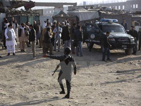 Taliban tan cong don canh sat o Afghanistan, 13 nguoi thiet mang - Anh 1