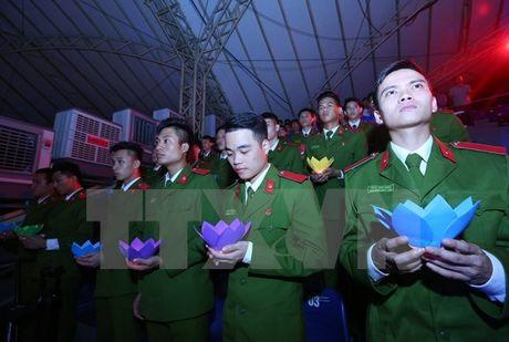 Xuc dong Le tuong niem nan nhan tu vong do tai nan giao thong - Anh 1