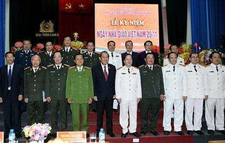 Pho Thu tuong Thuong truc tham Hoc vien Canh sat nhan dan - Anh 2