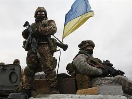 Gia tang doi dau voi Nga, Ukraine chuoc them rac roi - Anh 1