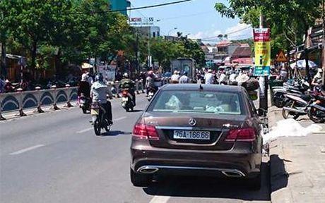 Kiem tra xe oto bien khung o Hue: Dai gia nao lo? - Anh 1