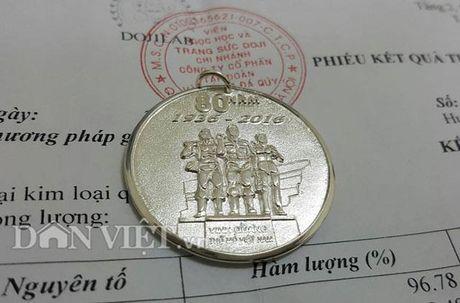 Vinacomin: 'Vung hang chuc ty dong' mua qua luu niem tang cong nhan - Anh 3