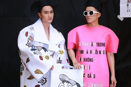 Thanh Hang dien ao voi slogan gay soc tren san dien - Anh 10