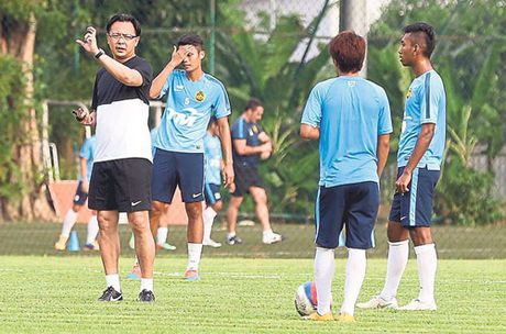 DIEM TIN TOI (18.11): Tuan Hung xuong toc ung ho DT Viet Nam vo dich - Anh 2