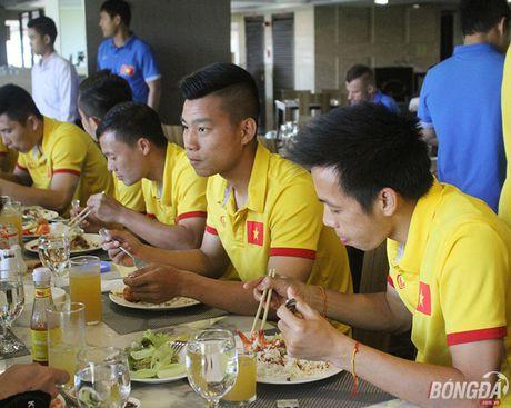 'Dot nhap' phong an cua DT Viet Nam tren dat Myanmar - Anh 1