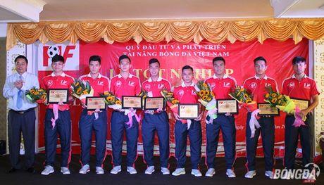 Thanh vien U19 Viet Nam tot nghiep lo PVF loai uu - Anh 1