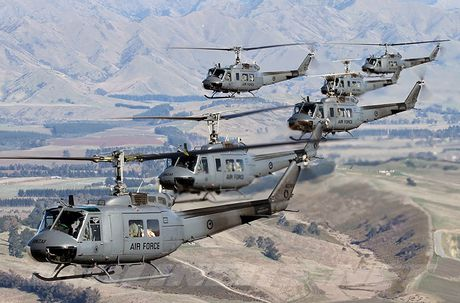 Viet Nam co the bien truc thang UH-1H thanh UAV? - Anh 1