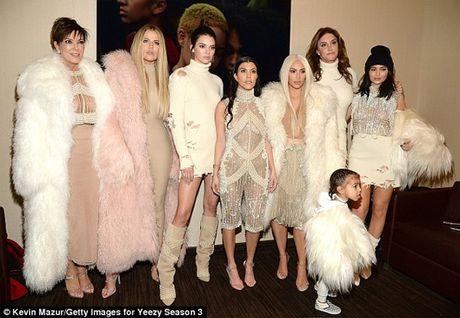 Gia dinh Kim Kardashian kiem bon tien nho truyen hinh thuc te - Anh 1