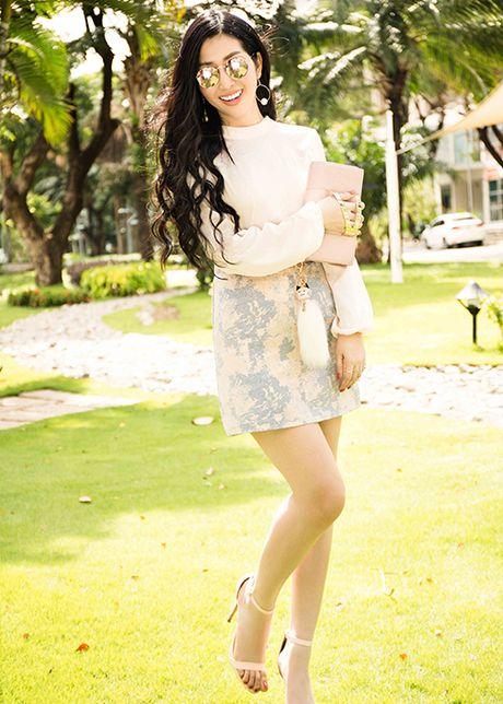 Hoa hau Dien anh 2015 Thanh Mai dep ngot ngao tren pho - Anh 2