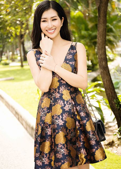 Hoa hau Dien anh 2015 Thanh Mai dep ngot ngao tren pho - Anh 9