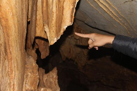 Lum xum viec nhu da trong hang dong vinh Ha Long bi tan pha - Anh 4