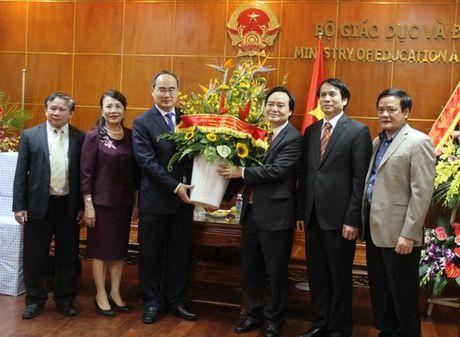 Dong chi Nguyen Thien Nhan chuc mung 1,4 trieu giao vien tren ca nuoc nhan ngay 20/11 - Anh 1