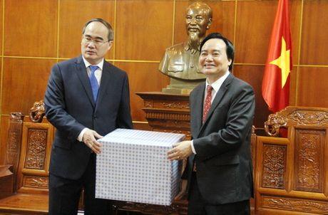 Dong chi Nguyen Thien Nhan chuc mung 1,4 trieu giao vien tren ca nuoc nhan ngay 20/11 - Anh 2