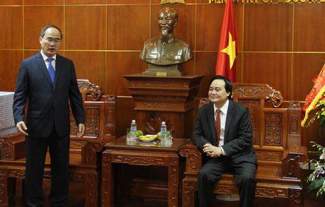 Dong chi Nguyen Thien Nhan chuc mung 1,4 trieu giao vien tren ca nuoc nhan ngay 20/11 - Anh 3