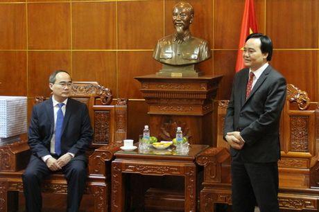 Dong chi Nguyen Thien Nhan chuc mung 1,4 trieu giao vien tren ca nuoc nhan ngay 20/11 - Anh 4