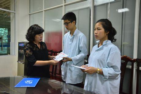 Bao Hanoimoi ho tro, tham hoi cac nan nhan vu no tram bien ap o Ha Dong - Anh 3