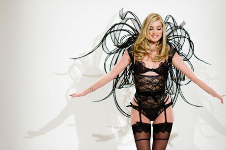 Elsa Hosk: Nhung thiet ke cua Victoria's Secret nam nay rat dep - Anh 1