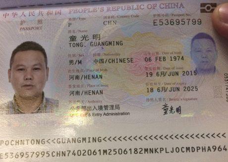 Khach Trung Quoc an cap tren may bay den Tan Son Nhat - Anh 1