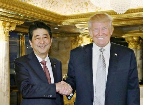 Thu tuong Abe: 'Toi hoan toan tin tuong vao ong Trump' - Anh 1