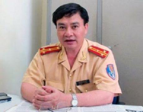 Chong bi canh sat giu xe, vo 'dung ten' dang ky chiu phat? - Anh 3