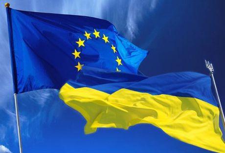 Uy ban thuong truc EU thong qua che do mien thi thuc cho Ukraine - Anh 1