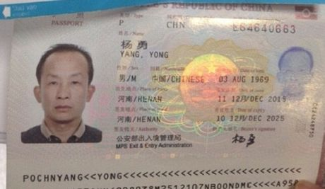 Xu phat khach Trung Quoc luc tui lay tai san nguoi khac tren may bay - Anh 1