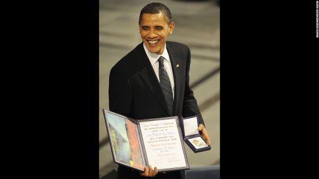 Nhin lai 2 nhiem ky cua Tong thong Obama qua anh - Anh 13