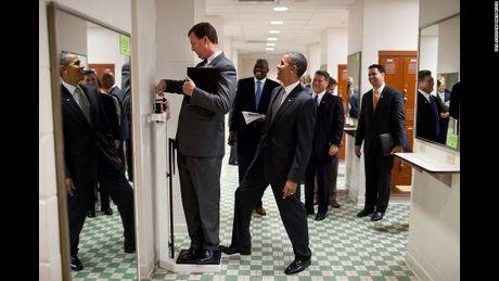 Nhin lai 2 nhiem ky cua Tong thong Obama qua anh - Anh 17