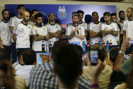 """Gia dinh Messi & con gai Maradona """"tuyen chien"""" nha bao Argentina - Anh 3"""