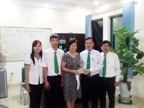 Tai xe Mai Linh Thanh Hoa tra lai 100 trieu khach hang de quen - Anh 1