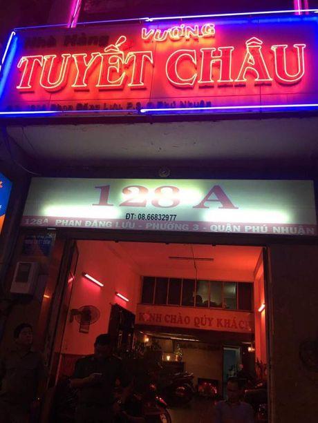 Tiep vien mac bikini phuc vu khach trong nha hang kinh doanh karaoke khong phep - Anh 2