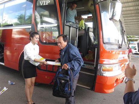 Trao tang 10.000 ban do xe buyt cho nguoi dan TP.HCM - Anh 1